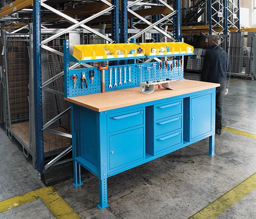 Banchi da lavoro per garantire l' ergonomia sul posto di lavoro pos